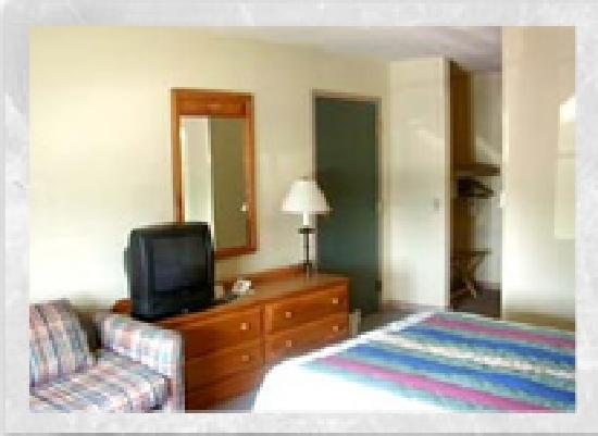 The Inn at Amish Acres: Accessible Room