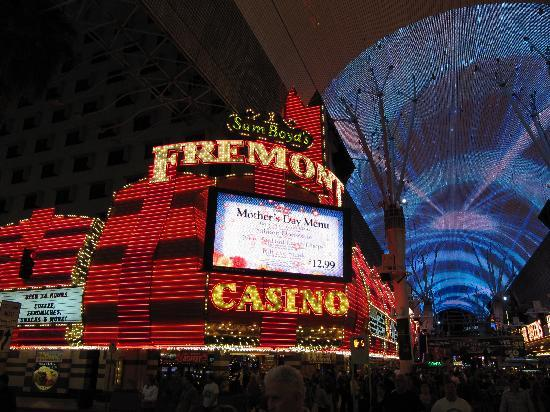 Fremont Street Experience: Lots of fun