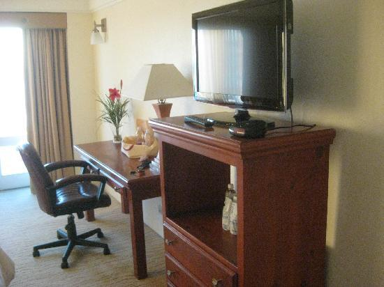 Las Rosas Hotel & Spa: Our remodeled room with a desk