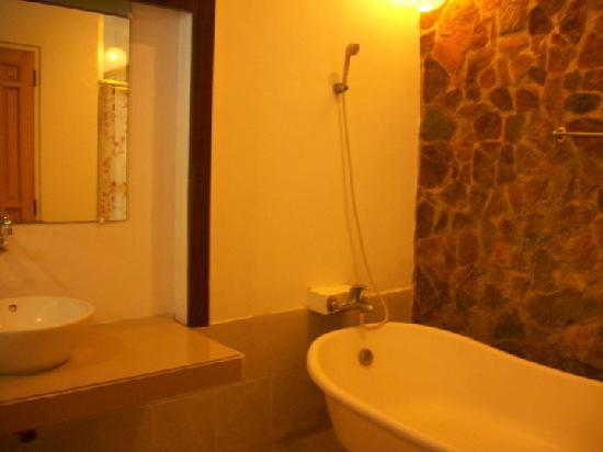 Blue Coral Beach Resort: bathroom