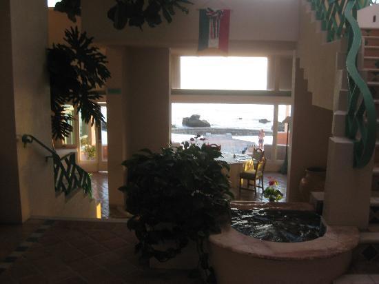 Las Rosas Hotel & Spa: Entryway