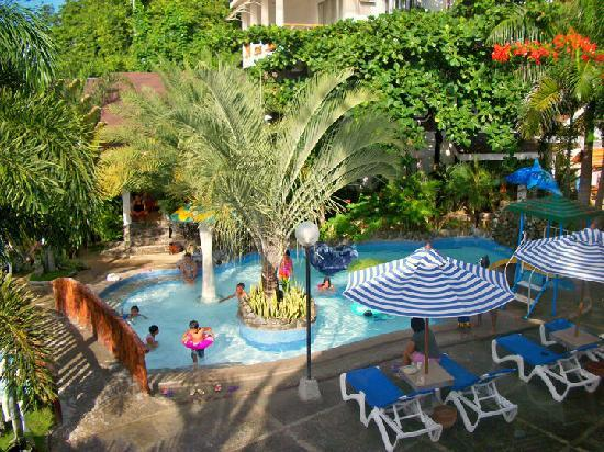 Blue Coral Beach Resort: Children's pool