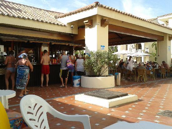 Hotel Puente Real: Bar Piscina