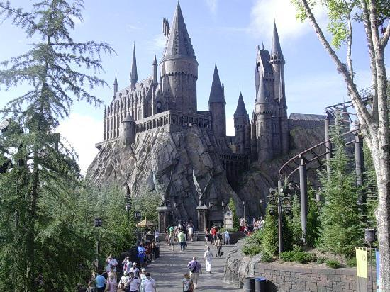 The Wizarding World of Harry Potter: view of hogwarts castle from dragon challenge line