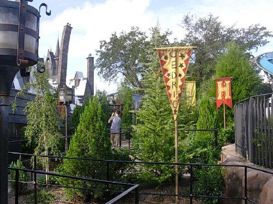 The Wizarding World of Harry Potter: entrance to dragon challenge