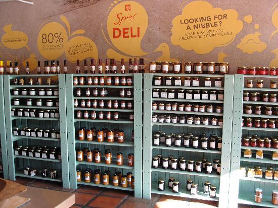 moyo Stellenbosch: Productos delicatessen en el local gourmet de Spier!