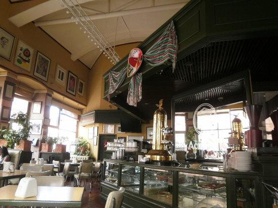 Acropolis Cafe Restaurante: Interior de la cafetería