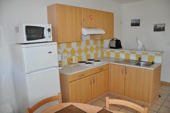 Hotel Residence la Transhumance: Küchenbereich
