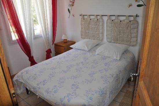 Hotel Residence la Transhumance: Schlafraum zum ruhigen Innenhof