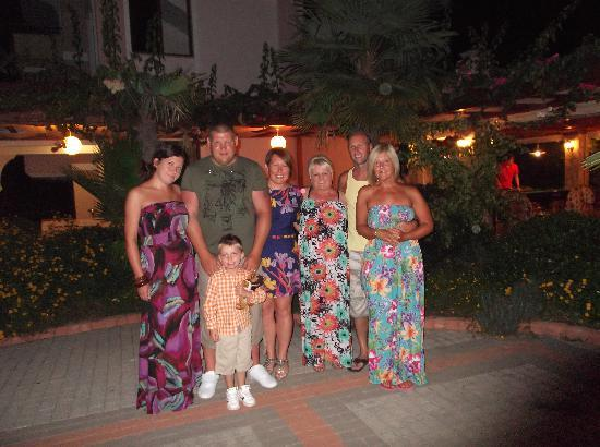 Perdikia Beach Hotel: Us as a family on our  last night