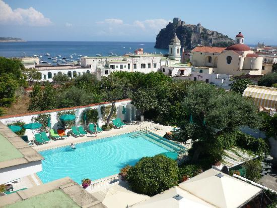 Villa Durrueli: pool area and bar