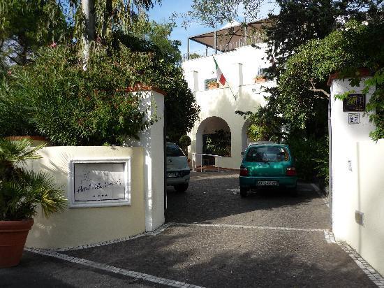 Villa Durrueli: Hotel entrance