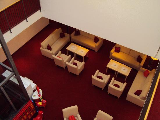 Hotel Adler: Atrium mit Spiele-Ecke