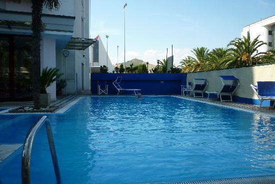 Hotel Sporting: Zwembad Hotel