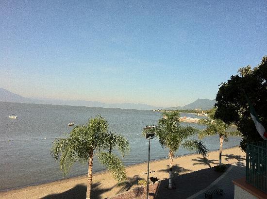 Lake Chapala Inn: otro angulo del paisaje desde el balcon del hotel