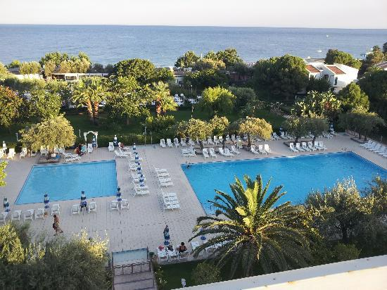 Piscine olympique picture of atahotel naxos beach for Piscine olympique