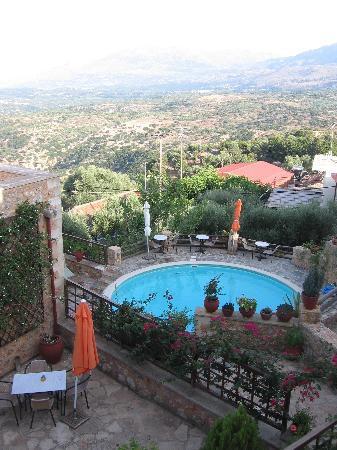 Samonas Traditional Villas: Vue de la maison n°5 sur la piscine
