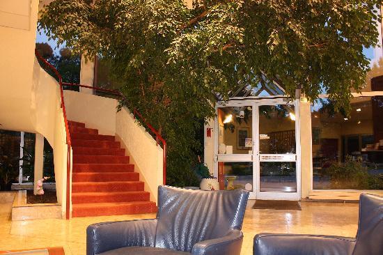 Hotel du Golf de Saint Laurent: The Bar and Reception area