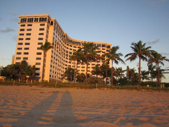 Sonesta Fort Lauderdale Beach: The B Ocean from the beach