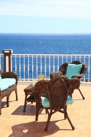 Vivenda da Saudade B&B: Upstairs veranda seating
