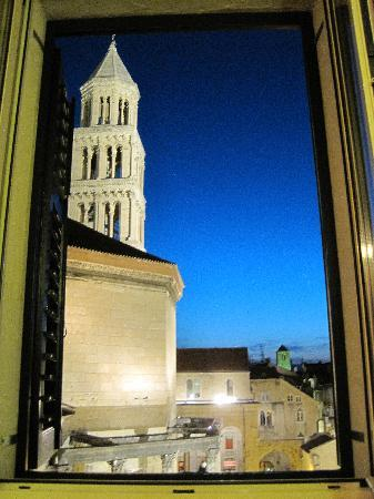Hotel Peristil: Room 303 - evening view (the sky really was that color!)