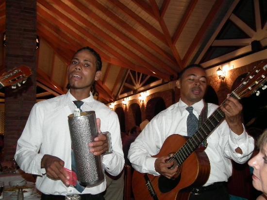 โรงแรมวิค อารีนา บลังกา: Musicien au resto italien