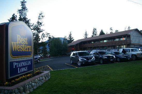 Best Western Ptarmigan Lodge: L'hotel est face au lac de Dillon