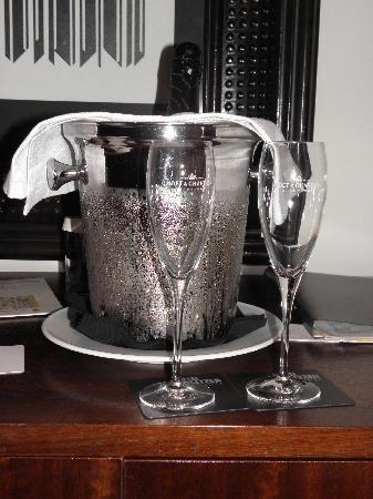 โรงแรมพุลลิทเซอร์: La bouteille de cava de notre package romantique