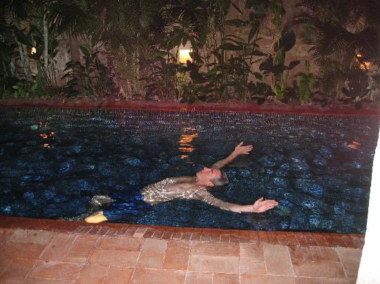 Hotel Quadrifolio: Piscina de noche para relajarse