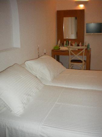 Elena Hotel: chambre