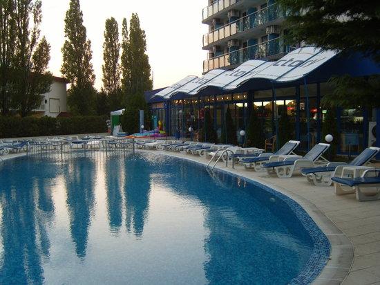 Palace Hotel: Pool area