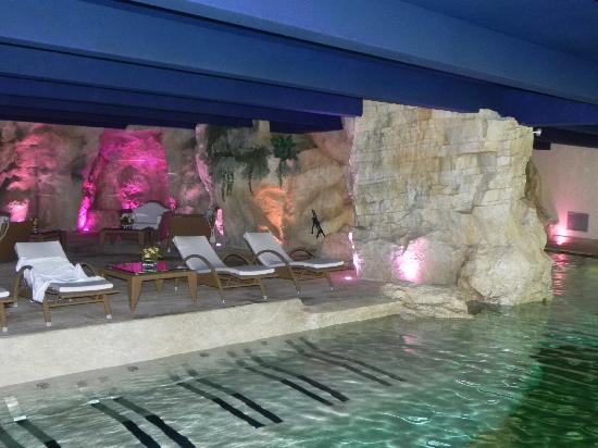 Regina Palace: Indoor grotto pool