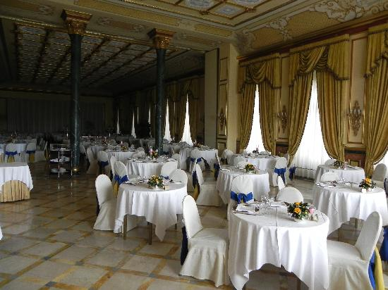 Regina Palace: huge dining room