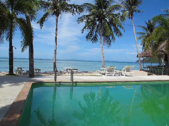 ไลม์ เอ็น โซดา บีชฟร้อนท์ รีสอร์ท: Pool and beachfront