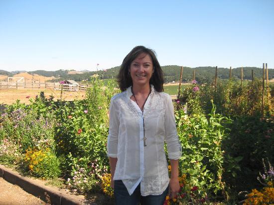 Orchard Hill Farm Bed & Breakfast: In front of Debbie's beautiful garden