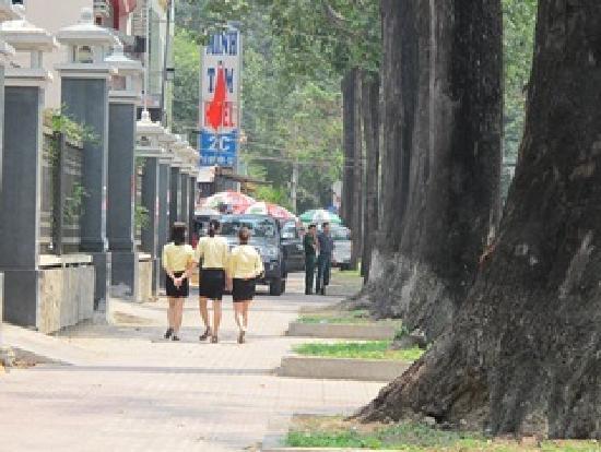 Minh Tam hotel: rue Le Qui Don