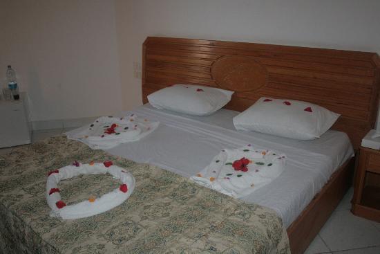 Les Rois: Моя удобная кроватка с очень удобными подушками))