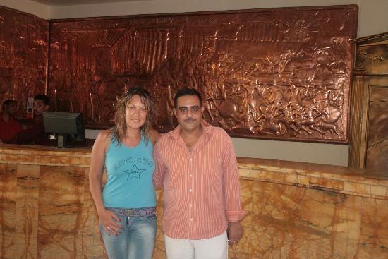 Les Rois : Я и мистер Ислам (менеджер по персоналу отеля)