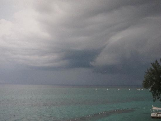 Royal Decameron Montego Beach: Cool storm clouds