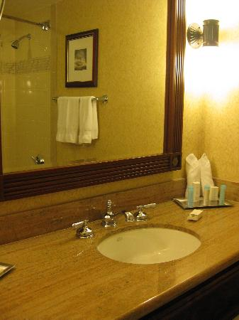Hilton New Orleans Riverside: bathroom pic 2, executive floor room