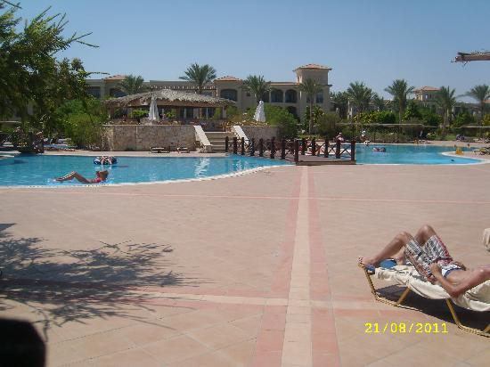 Jaz Mirabel Beach: pool area