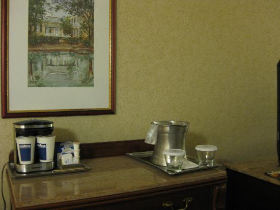 Hilton New Orleans Riverside: complimentary Lavazza coffee in the room!