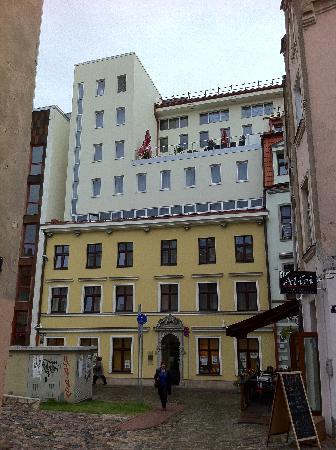 โรงแรมอวาลอน: das Hotel von der Altstdt gesehen