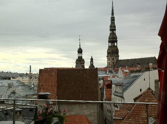 โรงแรมอวาลอน: Ausblick von der Terrasse Richtung Altstadt