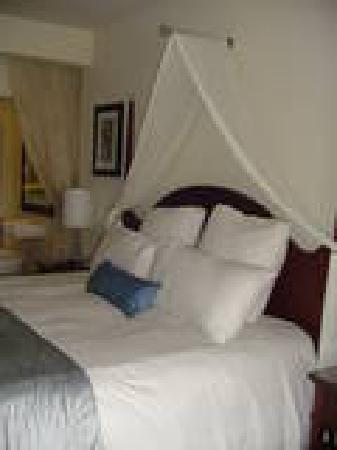 Secrets St. James Montego Bay: Comfy Bed!