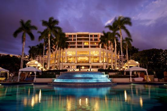 Grand Wailea - A Waldorf Astoria Resort: View of the pool at sunset