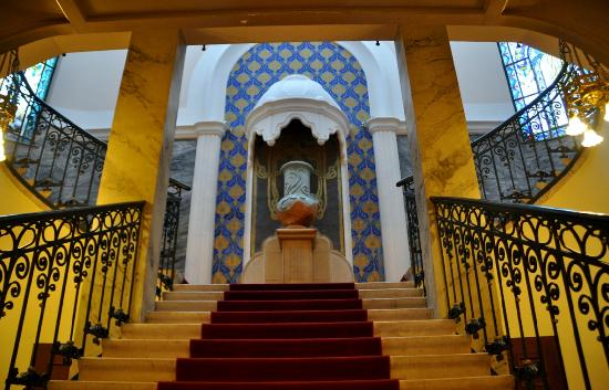 Hotel Palatinus City Center: from reception to auditorium stairway