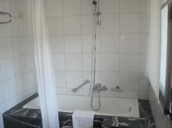 Bon Makedonia Palace: My Shower That Broke