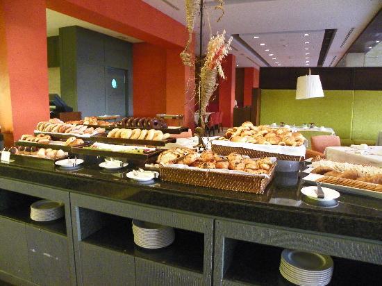 Dolce Sitges: Une partie du buffet petit déjeuner