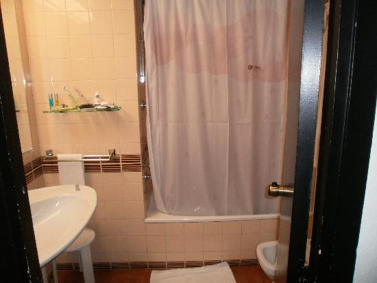 เอ็กซ์โป โฮเต็ลวาเล็นเซีย: complete bath-room, just need renovation